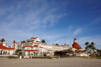 hotel del coronado wedding, hotel del coronado wedding pictures, san diego best wedding places, weddings at hotel del coronado, beach wedding ceremony at hotel del coronado
