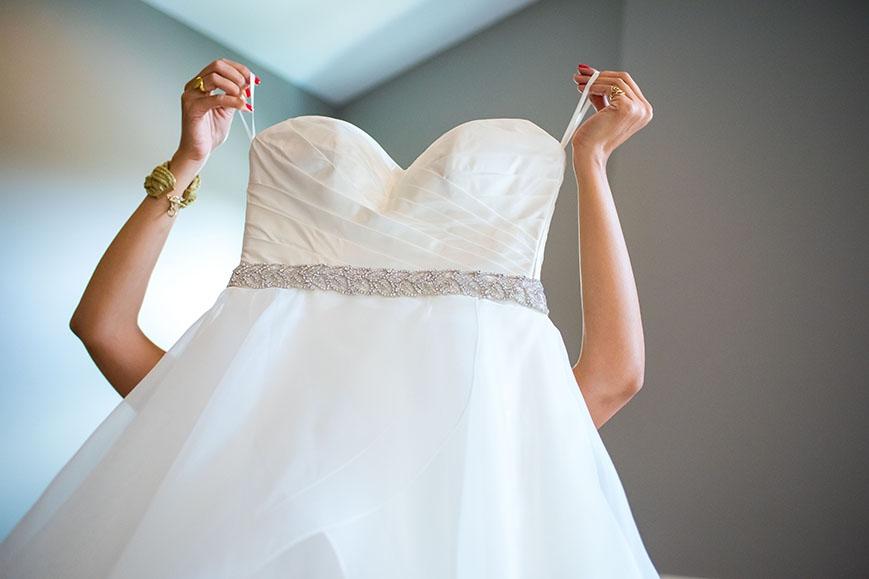 getting_ready_wedding_shot004.JPG